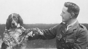 Lt.-Col. John McCrae and his dog Bonneau. Library and Archives Canada/MIKAN 3192003